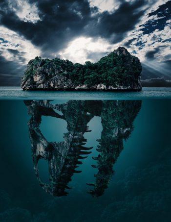 Es una isla que oculta una parte bajo el agua con forma de boca de cocodrilo