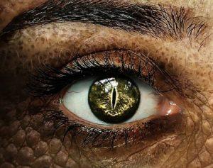 Ojo humano en plena transformación a lagarto, claves para intensificar el conflicto en lo narrativo