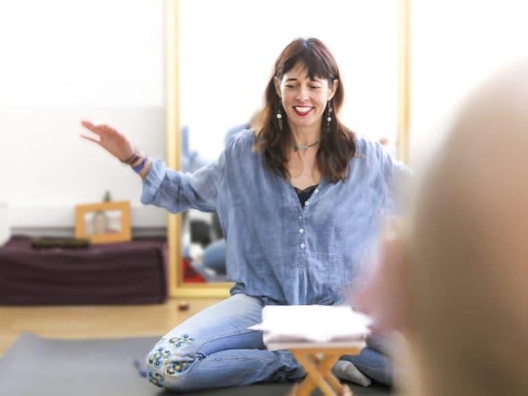 Escritura y meditación, Isabel Cañelles Meditando